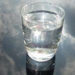 Pohár víz, másképp